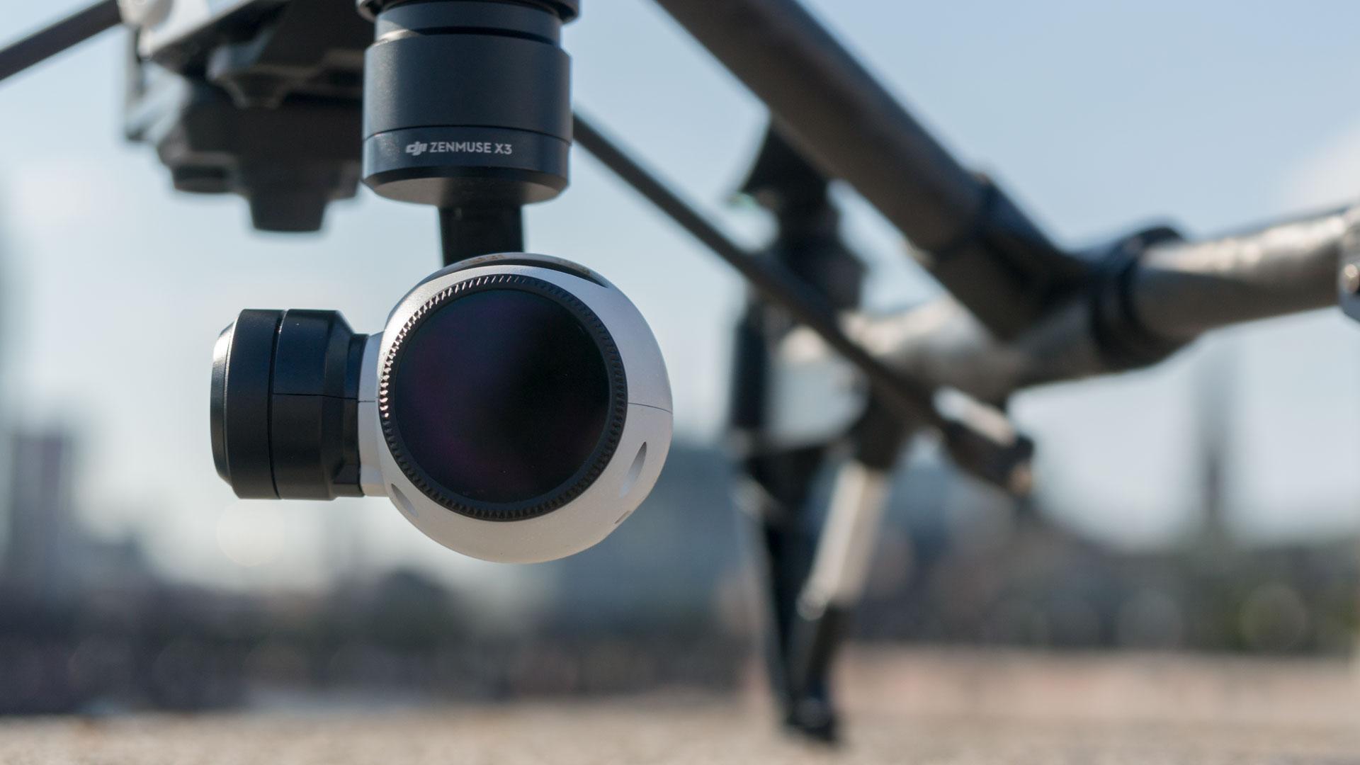 Kamera einer Flugdrohne in Großaufnahme